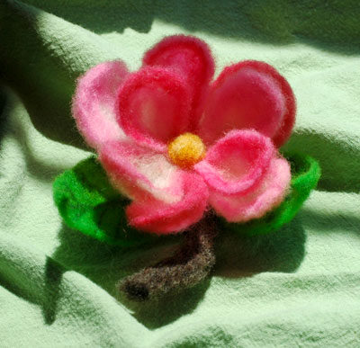 20may09_needlefeltedflower
